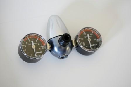 Co2 regulator with 2 gauge